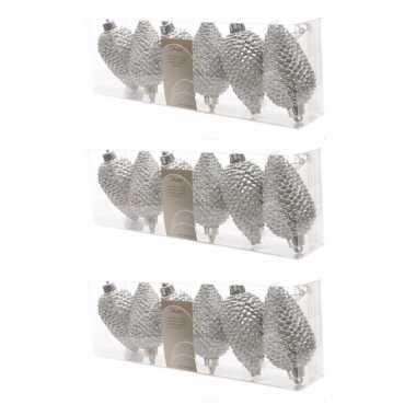 18x zilveren dennenappels kerstballen 8 cm kunststof glitter