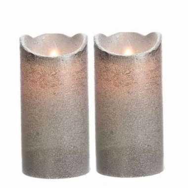 2x stuks zilveren led kaarsen flakkerend 15 cm