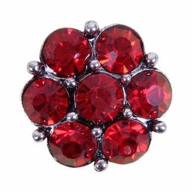 Feest drukknoop rode steentjes voor chunk sieraad 1 8 cm