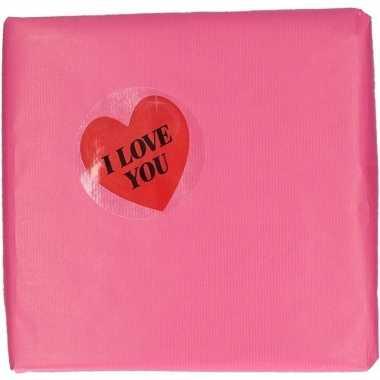 Valentijn - valentijn roze cadeaupapier met hartjessticker
