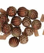 Feest 12x bruine luxe glazen kerstballen met gouden decoratie 6 cm
