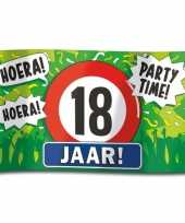 Feest 18e verjaardag straatvlag 100x150 cm