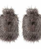 Feest 2x bruine bruin witte pluche kruiken met veren uiterlijk 2 liter