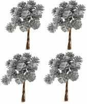 Feest 4x kerststukje instekers bosje van 12 zilveren dennenappels op draad