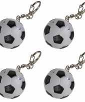 Feest 4x voetbal sleutelhangers met licht en geluid 3 5 cm