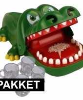 Feest bijtende krokodil spel plus 4 shotglaasjes