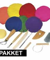 Feest boetseren klei pakket met gekleurde klei en gereedschap