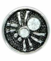 Feest drukknoop wit spinnetje voor chunk sieraad 1 8 cm