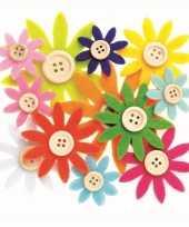 Feest hobby vilt 12 gekleurde vilten bloemen met knoop 3 5 7 cm