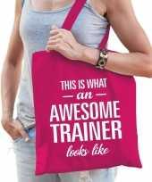 Feest katoenen cadeau tasje awesome trainer fuchsia roze