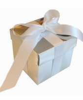Feest kerst cadeautje zilver met witte strik 10 cm