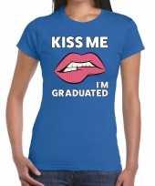 Feest kiss me i am graduated t-shirt blauw dames