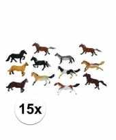 Feest setje van 15x stuks plastic paardjes van 6 cm