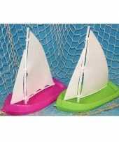 Feest speelgoed badspeeltje zeilboot groen